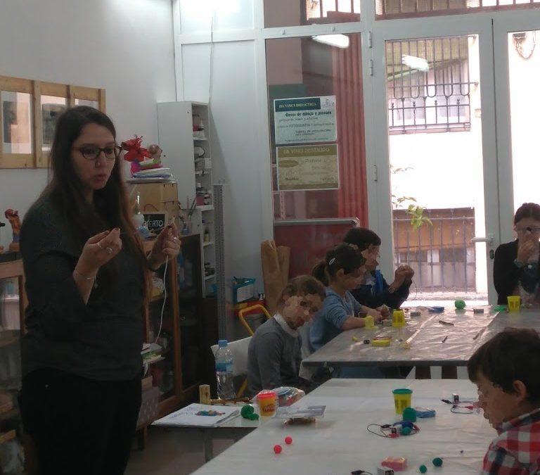 Plastiluz: taller de plastilina conductiva